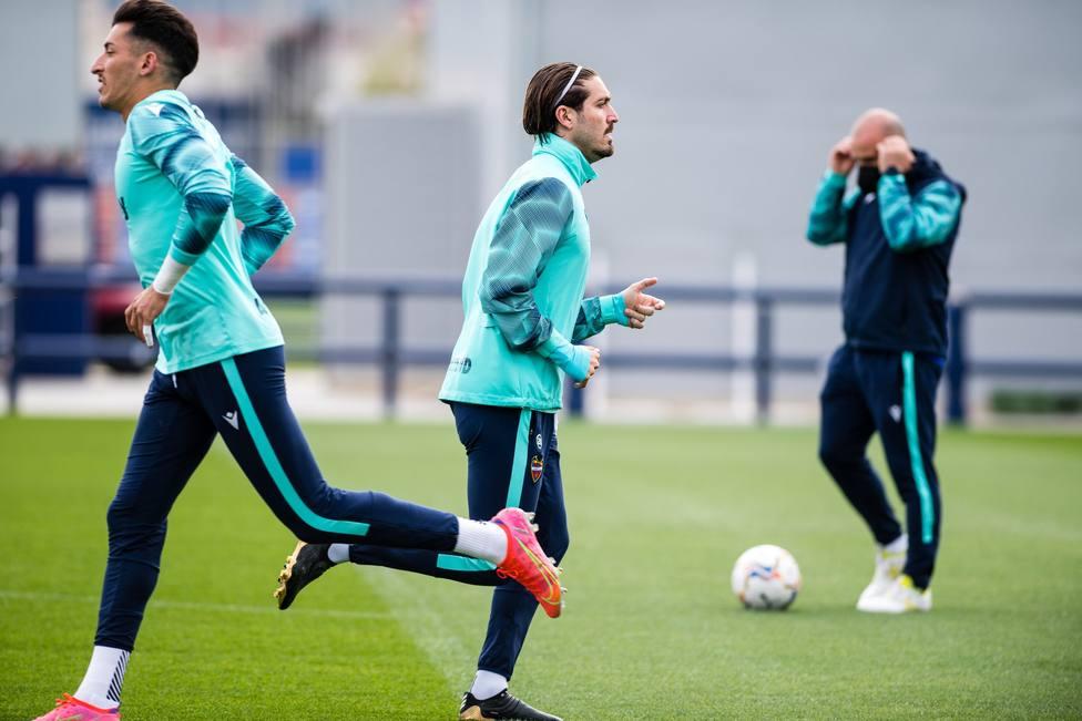 Campaña en un entrenamiento con el Levante UD
