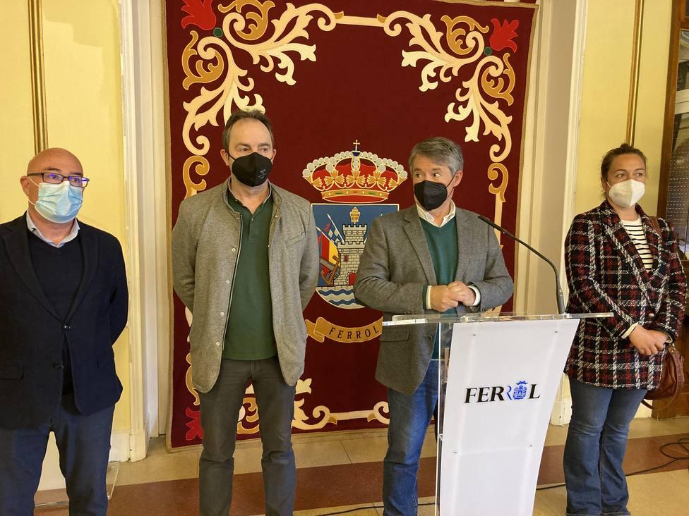 Participantes en la presentación de la Feria del libro de Ferrol en el Ayuntamiento - FOTO: Concello de Ferrol