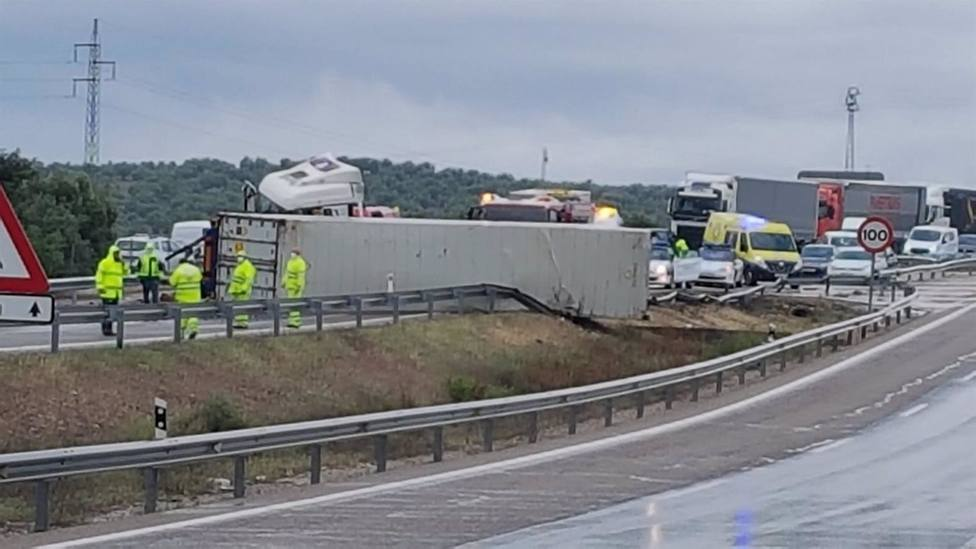 Jaén.- Sucesos.- Cortado el tráfico en la A-4 sentido Madrid en Villanueva de la Reina tras el vuelco de un camión