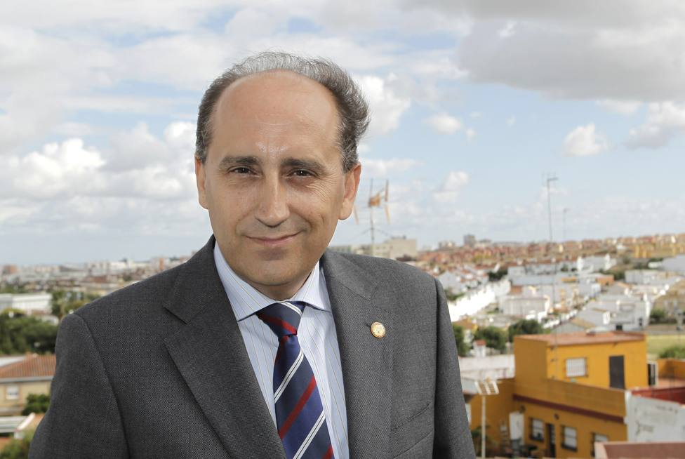 El exdiputado Luis Ángel Hierro, tercer candidato a las primarias del PSOE en Andalucía