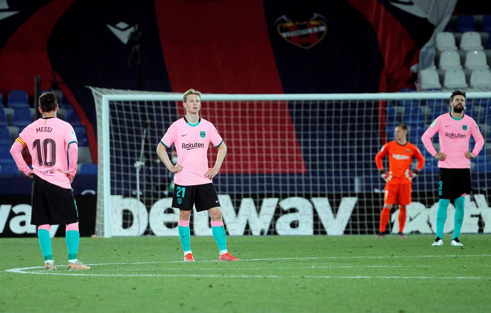 Messi, De Jong, Ter Stegen y Piqué, desolados tras empatar con el Levante (EFE)