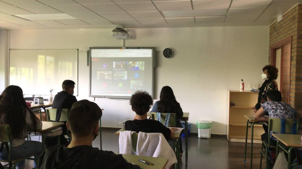 Alumnos del IES Castro de Baronceli en la videoconferencia de Eva Mejuto