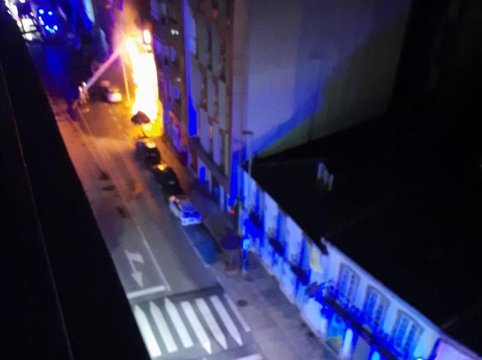 El incendio se produjo de madrugada, en pleno centro de Vilalba