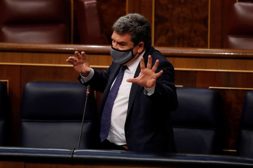 El ministro de Inclusión, Seguridad Social y Migraciones, José Luis Escrivá, durante la sesión de control
