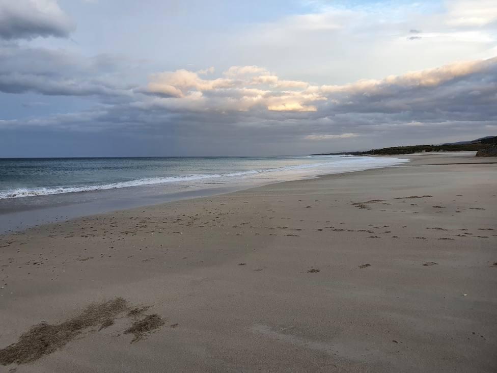La Playa Acantilado-Remior no lucirá la Bandera Azul este verano