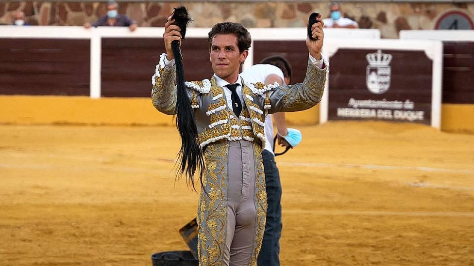 Ginés Marín con el rabo cortado este jueves en Herrera del Duque (Badajoz)