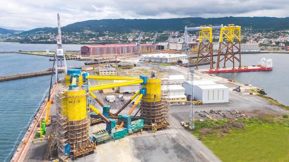 Jackets y estructuras flotantes en el astillerno de Navantia Fene - FOTO: Navantia