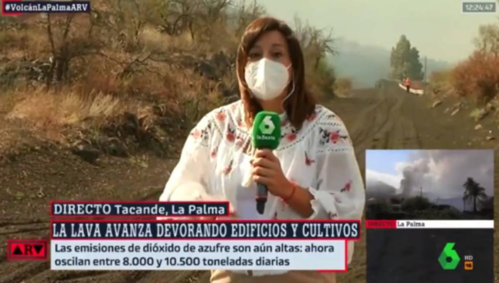 Una reportera de La Sexta echa a correr en directo tras el incidente vivido en La Palma: Tiene que abandonar