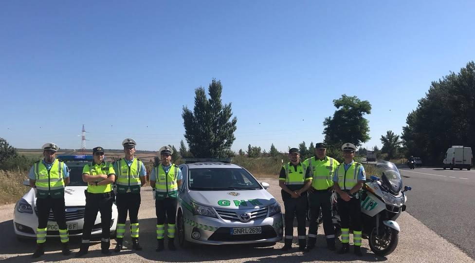Agentes de Guardia civil de Tráfico y Guarda Nacional Republicana de Portugal, en Burgos