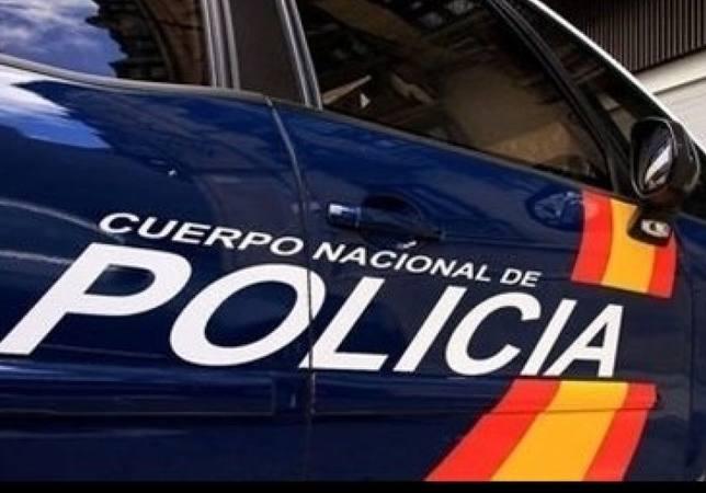 Detienen a un joven de 21 años por dañar siete vehículos y arrancar tres papeleras en Lugo
