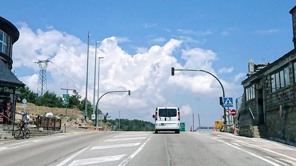 Los semáforos, al coronar el Puerto de Navacerrada /Foto:Venta Marcelino