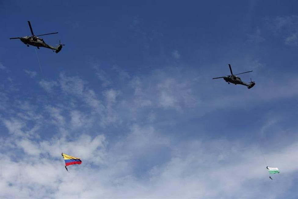 La muerte de dos militares al caer de un helicóptero durante un desfile que ha conmocionado a los espectadores