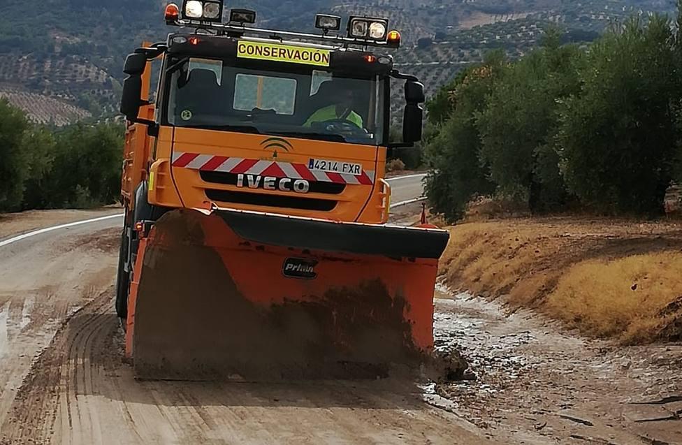Fomento se emplea a fondo en las carreteras afectadas por la fuerte tormenta del pasado sábado