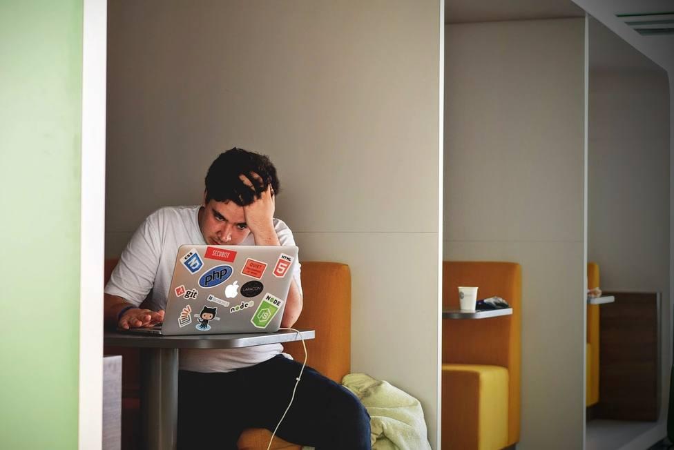 Los niños de Secundariapasan una media de 1.058 horas conectados a Internet