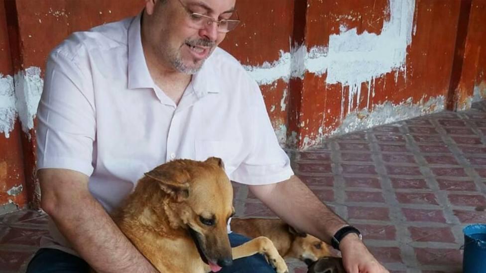 Joao, el sacerdote que llena su parroquia de perros abandonados