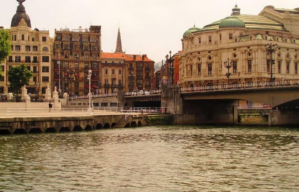 Ría de Bilbao en el entorno del teatro Arriaga
