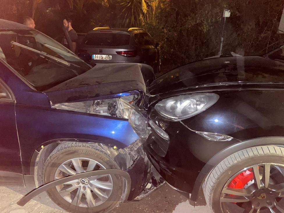 Heridos dos guardias civiles al ser embestidos por un coche que transportaba droga en Estepona