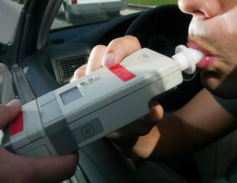 Un conductor triplica la tasa de alcohol tras provocar un accidente con tres vehículos