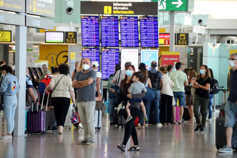 Pasajeros en el aeropuerto de El Prat, Barcelona
