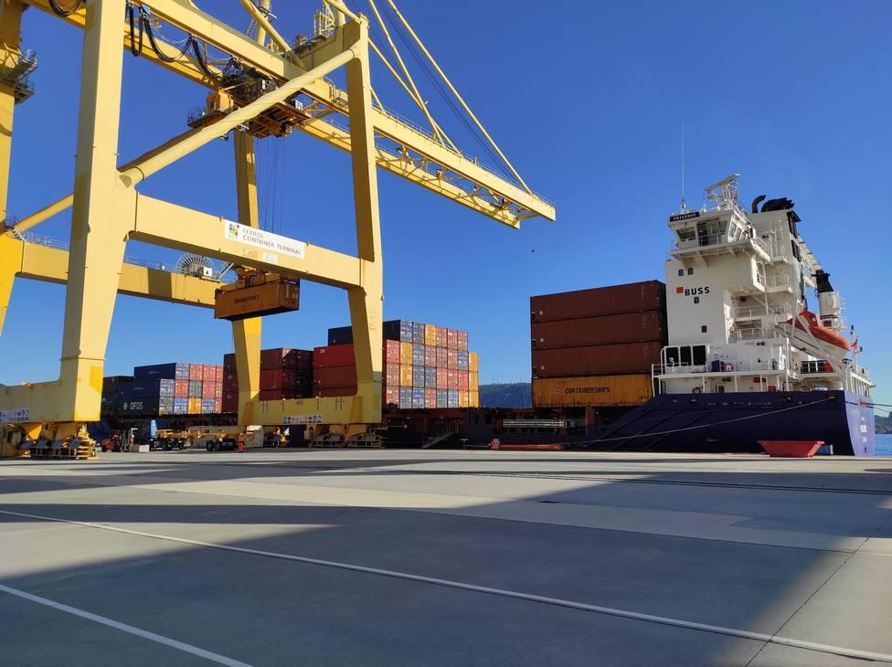 Un buque portacontenedores en el puerto exterior - FOTO: Autoridad Portuaria de Ferrol-San Cibrao