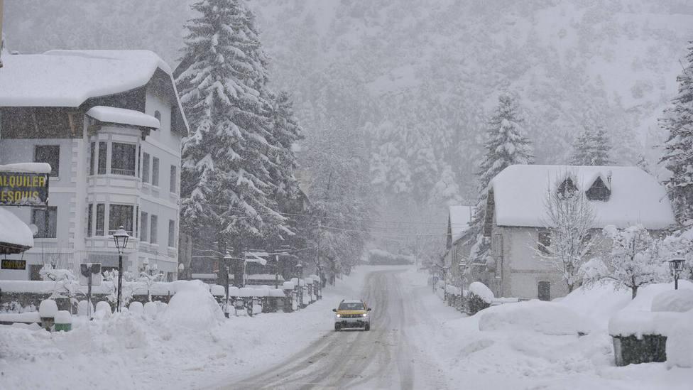 Activan dispositivo en autopistas ante la alerta por nevadas para los próximos días