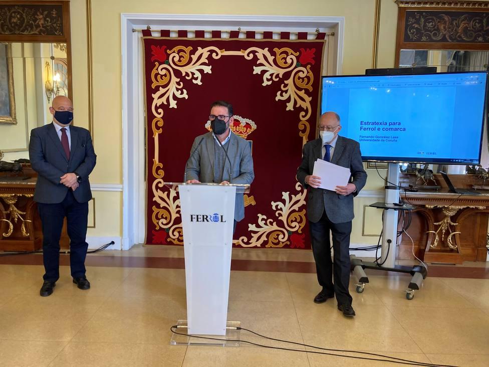 Presentacion del estudio a cargo de Mato, González Laxe y Vázquez Mao - FOTO: Concello de Ferrol