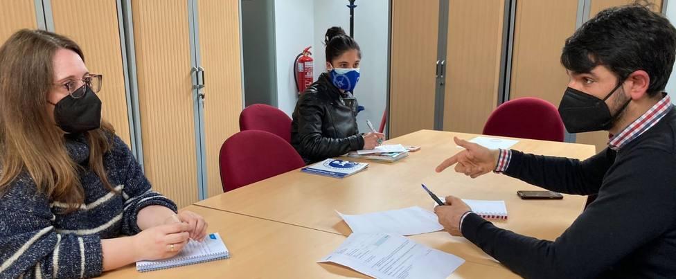 Julián Reina se reunió con la directiva de la ASCM. FOTO: ASCM