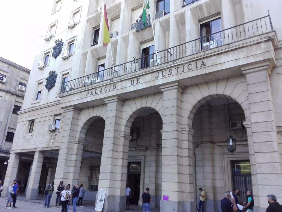 Sevilla.- Tribunales.- Condenado a 23 años el varón declarado culpable de matar con un hacha a su mujer en Dos Hermanas