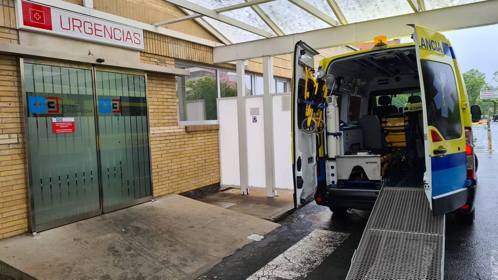 Foto de archivo de una ambulancia de Urxencias Sanitarias de Galicia-061 en el Hospital Juan Cardona