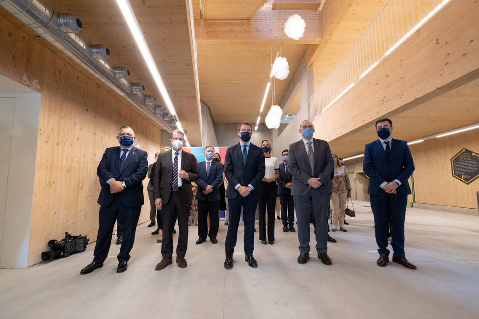 O titular do Goberno galego inaugura o edificio Redeiras da Universidade de Vigo
