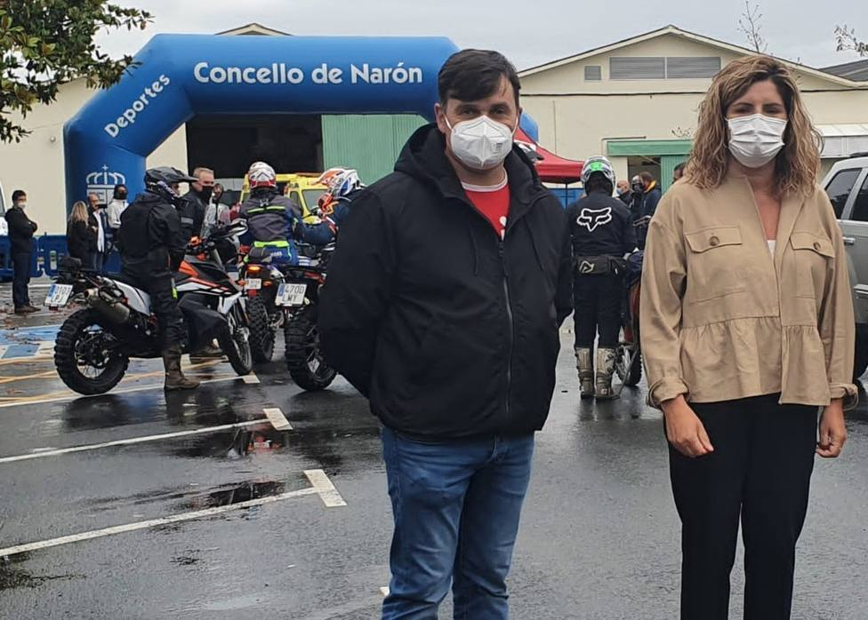 Uno de los organizadores con Marián Ferreiro, alcaldesa de Narón - FOTO: Concello de Narón