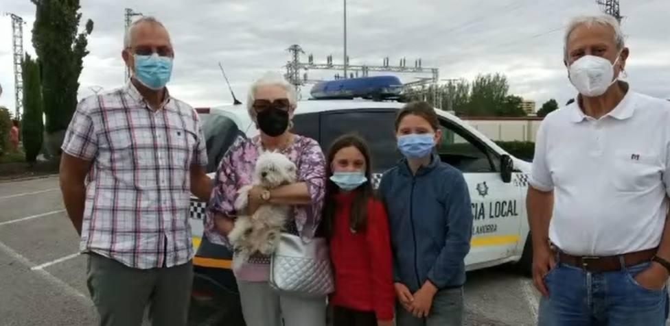 El emocionado reencuentro de un perrito con su familia medio año después de su desaparición en Logroño