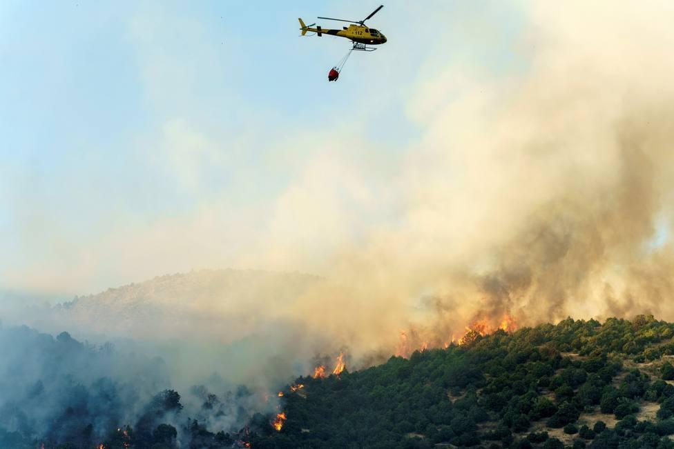 Evolución favorable del incendio de Ávila, sin peligro ya para los pueblos