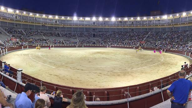 La plaza de toros de Las Ventas durante una de sus novilladas nocturnas veraniegas