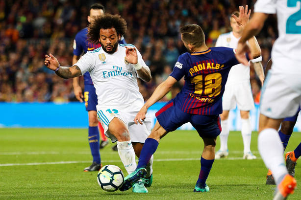 En la imagen el penalti de Jordi Alba a Marcelo que el árbitro no pitó con 2-2 en el marcador (EFE)