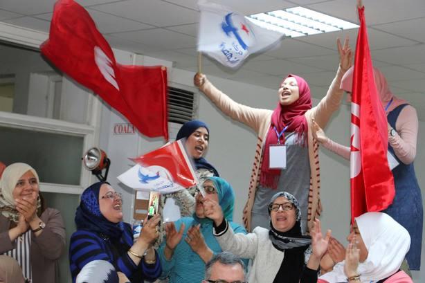 Los islamistas conservadores se atribuyen la victoria en las primeras municipales libres en Túnez