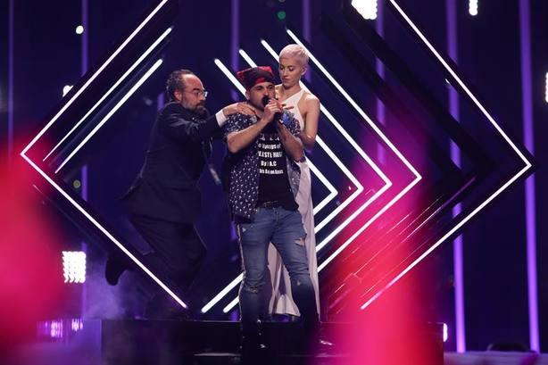 cuela durante la actuación de Reino Unido en Eurovisión