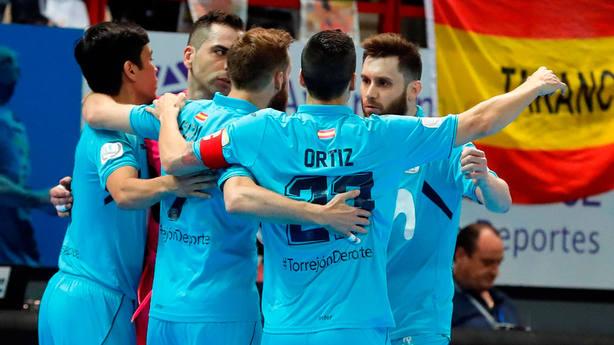 Movistar Inter celebra el primer punto de la final ante el Barcelona Lassa. EFE
