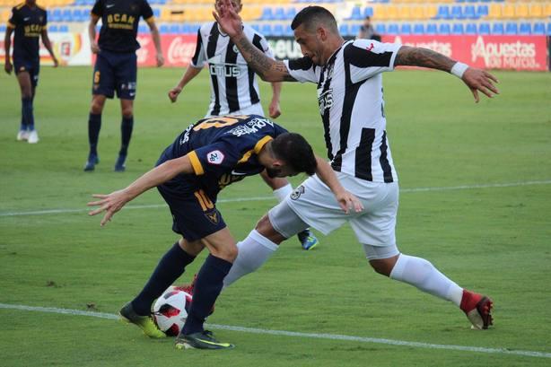 Inesperado tropiezo de UCAM CF en su debut ante el Linense (0-1)