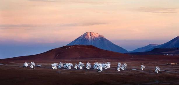 Observatorio ALMA, a 5000 m sobre el nivel del mar en el desierto de Atacama (Chile)