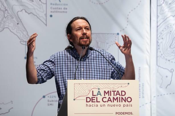 El secretario general de Podemos, Pablo Iglesias, y la coordinadora de Podemos Andalucia y candidata de Adelante Andalucia a la Presidencia de la Junta, Teresa Rodriguez, participan en un acto publico.