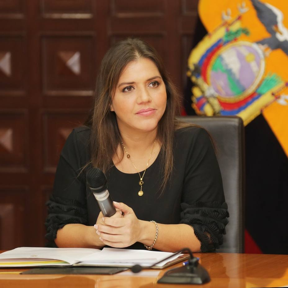 Lenín Moreno libera de sus funciones a su vicepresidenta, acusada de cobros indebidos
