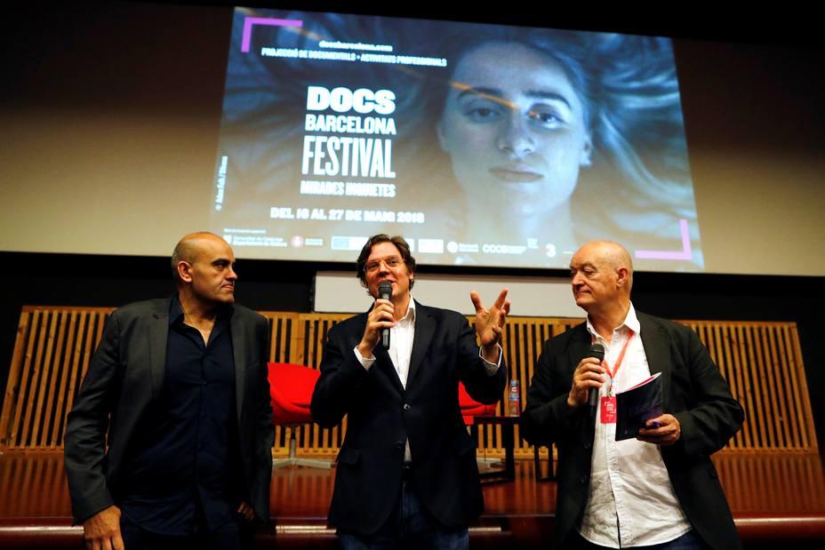 """Los directores de """"Dos Cataluñas"""" devuelven el premio que les entregó Puigdemont"""