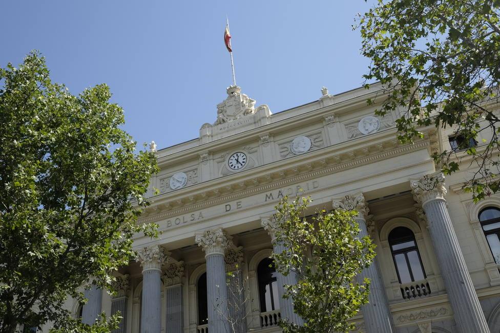 El Ibex 35 se da la vuelta a media sesión (-0,31%) en una jornada semifestiva en España