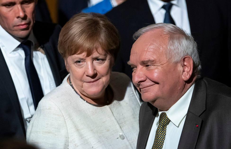 Los conservadores de Merkel ganarían las europeas con siete puntos menos que en 2014, según los sondeos
