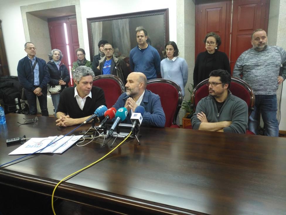Nestor Rego, en el centro, en la comparecencia en el Centro Cultural Torrente Ballester de Ferrol