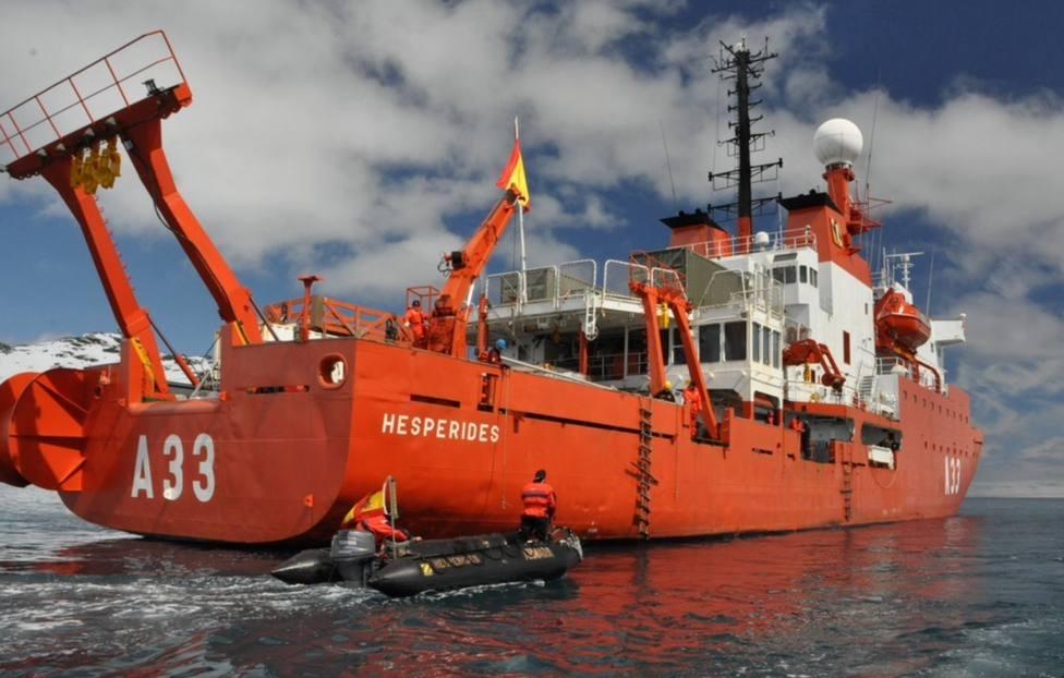El Hespérides ayuda en las tareas de búsqueda del avión de Fuerza Aérea chilena
