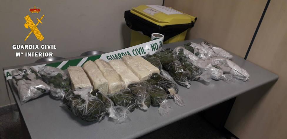 Intervenidos 1.164 gramos de hojas de coca en el aeropuerto de Noáin