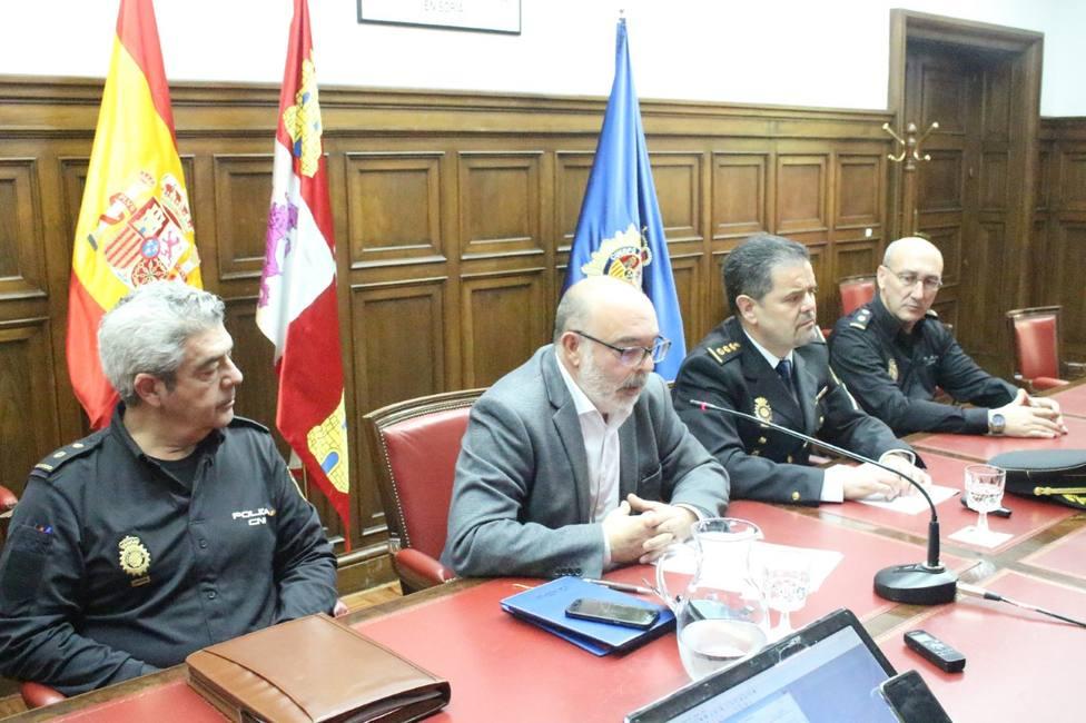 El subdelegado del Gobierno y el comisario jefe en la presentación de la nueva operación policial en Soria