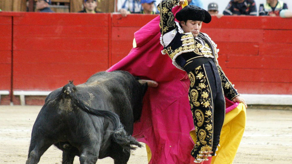 José Garrido en un de los quites interpretados este lunes en la Feria del Sol de Mérida